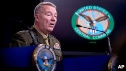 ژنرال مک کنزی، فرمانده فرماندهی مرکزی ایالات متحده، در یک کنفرانس خبری در پنتاگون در واشنگتن صحبت می کند. ۳۰ اکتبر ۲۰۱۹