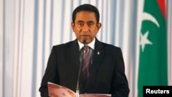 몰디브의 야민 압둘 가윰 신임 대통령이 17일 열린 취임식에서 취임 선서를 하고 있다.