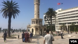 Izmir is one of several resort cities and towns in Turkey that have this year become flooded with refugees waiting for smugglers' boats to Europe, Sept. 8, 2015 (VOA / H. Murdock)