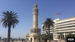Yunanistan'a geçmeye çalışan mültecilerin en önemli durak yeri İzmir (Foto: Heather Murdock/VOA)