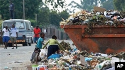 Children sift through garbage at a dumpsite in Harare, Zimbabwe, on President Robert Mugabe's 87th birthday, February 21, 2011 (file photo)