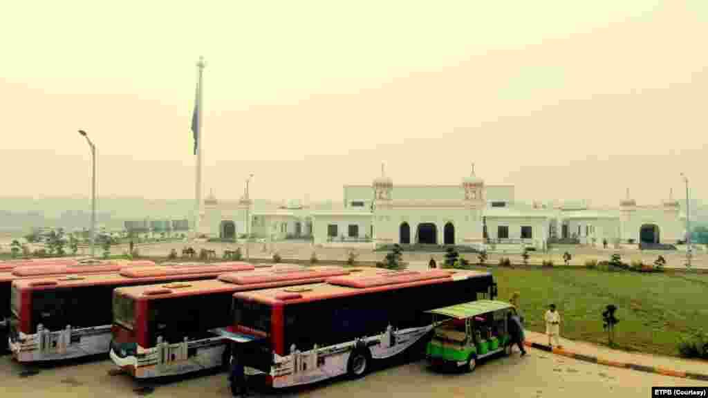 سکھ یاتریوں کو بھارت کی سرحد سے گوردوارے کے مقام تک لانے کے لیے خصوصی بسیں چلائی جائیں گی