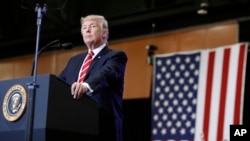 El presidente de EE.UU., Donald Trump, dice que podría poner fin al Tratado de Libre Comercio de América del Norte.