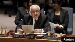 Duta Besar Palestina untuk PBB, Riyad Mansour, berbicara di Dewan Keamanan PBB di New York (26/1). (Reuters/Mike Segar)