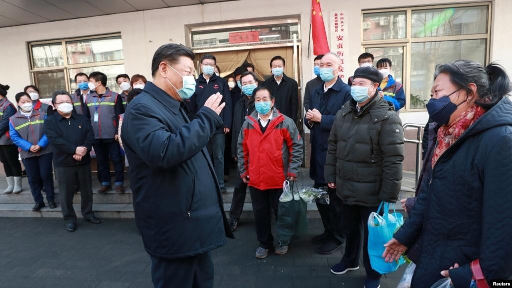 Chủ tịch Tập Cận Bình đi giám sát một cơ sở kiểm soát và phòng ngừa dịch bệnh tại Bắc Kinh vào ngày 10/2/2020.
