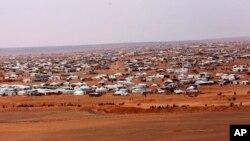 Foto tomada el martes, 14 de febrero de 2017, muestra una vista del campo informal Rukban, entre las fronteras de Jordania y Siria. El comandante de los guardias fronterizos de Jordania dice que los extremistas del Estado islámico están expandiendo su influencia en el extenso campo fronterizo.