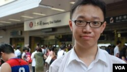 中港跨境學生林同學表示,有參與光復行動的人士威逼及謾罵水貨客,值得深思及檢討 (美國之音湯惠芸拍攝)