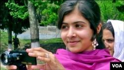 Foto de archivo de Malala Yousufzai, de 14 años, que fue atacada el martes por un sicario talibán. Su estado sigue siendo grave.