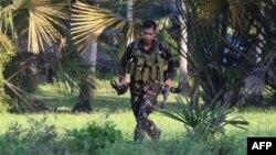 Binh sĩ Philippines trong uộc đụng độ với Abu Sayyaf tại thị trấn Inabanga, tỉnh Bolo, Philippines, ngày 11/4/2017.