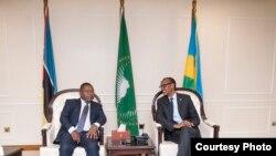 Perezida Paul Kagame yakira mugenzi we wa Mozambike Filipe Jacinto Nyusi