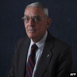 Cựu Đại Tá Thủy Quân Lục Chiến Hoa Kỳ Dick Camp, Phó Chủ tịch của viện Bảo Tàng