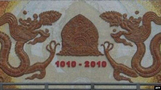 Thăng Long-con đường gốm sứ ven sông Hồng, hình đắp bên thành cầu Chương Dương