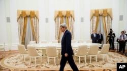 Le Secrétaire d'Etat John Kerry arrive pour rencontrer le président russe Vladimir Poutine au Kremlin à Moscou, Russie , le 24 Mars , ici 2016.( Archive)