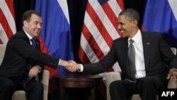 Predsednici Barak Obama i Dmitri Medvedev na samitu APEC-a na Havajima, 12. novembra 2011.