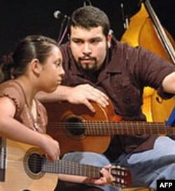 从小在艺术中心学习者现在成为教师