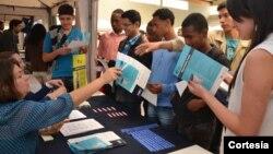 La feria entregó información sobre oportunidades académicas y laborales a becarios de programa College Horizons.