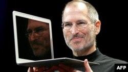 Steve Jobs'ın tanıttığı Apple ürünlerindeki yenilik ve tasarım, neredeyse kendi karakteriyle özdeşleşti