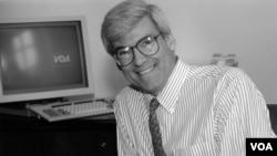 VOA Director Geoffrey Cowan (1994-1996)