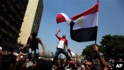 Estados Unidos continúa la evaluación de las ayudas a Egipto tras la violencia que siguió al derrocamiento de Morsi.