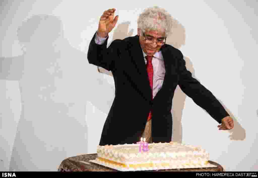 """سازمان فرهنگی هنری شهرداری تهران برای """"لوریس چکناواریان"""" آهنگساز ایرانی جشن تولد گرفت. آقای چکناواریان ۷۸ ساله شد."""