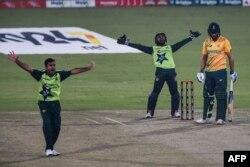 پاکستان نے جنوبی افریقہ کو شکست دے کر 100 ٹی ٹوئنٹی انٹرنیشنل میچز جیتنے کا اعزاز بھی حاصل کر لیا ہے۔