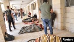 알카에다 연관 과격 단체 이라크이슬람국가레번트(ISIL)가 29일 쿠르드족이 집단 거주하고 있는 라스 알 아인 인근을 공격해 사상자가 발생한 가운데, 사망자의 시신이 놓여있다..