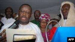 Julius Maada Bio prêtant serment en tant que nouveau président de la Sierra Leone, Freetown, le 5 avril 2018.