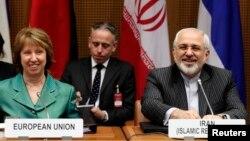 캐서린 애슈턴 유럽연합 외교안보 대표(왼쪽)와 무하마드 자바드 자리프가 이란 외무장관(오른쪽) 18일 오스트리아 빈에서 핵 협상 관련 공동 기자회견에 참석했다.