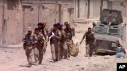 Солдати Сирійських демократичних сил у східному районі міста Ракка