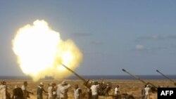 Chiến binh phe nổi dậy trong khu vực gần thị trấn Sirte