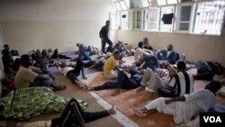 Foto tahanan yang diduga merupakan pendukung setia mendiang Gaddafi di penjara Misrata, Libya (foto: dok).