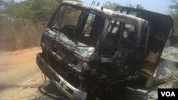 Camião carbonizado perto de Nampula