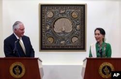미얀마를 방문한 렉스 틸러슨 미국 국무장관이 15일 미얀마의 사실상 최고 지도자인 아웅산 수치 국가자문과 면담했다.