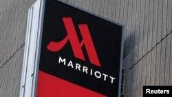 Bảng hiệu Marriott Marquis New York ở Manhattan, New York, ngày 16 tháng 11 năm 2015.