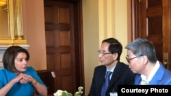 國會眾議院議長佩洛西與前香港立法會議員李柱銘和吳靄儀討論香港情況 (反對引渡修例美加團提供照片)