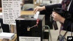 愛爾蘭選民投票是否同意接受歐盟有關減免債務協定的條款