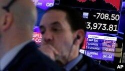 紐約股票交易所收盤前的交易商們。 (2018年3月22日)