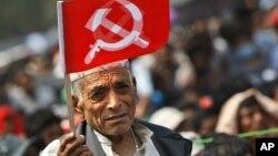 지난해 7월 네팔 카트만두에서 열린 공산당 지지대회에 참석한 주민.