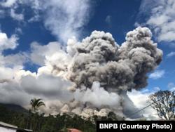 Erupsi Gunung Sinabung, Karo, Sumatra Utara, 27 Desember 2017.