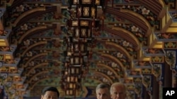 中國國家副主席習近平陪同拜登在成都參觀。