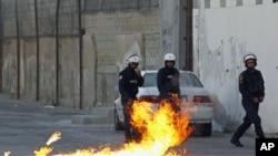 巴林防暴警察應付示威。