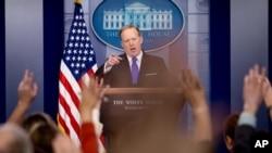 El secretario de prensa de la Casa Blanca, Sean Spicer dijo que no podía confirmar la autenticidad de los documentos revelados por WikiLeaks.