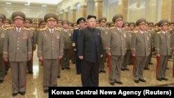 Ким Чен Ын (в центре). Пхеньян, КНДР. 1 января 2015 г.
