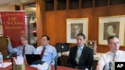 左起﹕艾肯貝瑞、鄧特抗、康燦雄、林丹