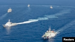 10일 일본 해상보안청 순시선과 중국 해경선이 센카쿠 주변 해역에서 대치했다.