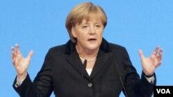 La canciller alemana Angela Merkel señaló que el programa anticrisis establecerá condiciones estrictas.