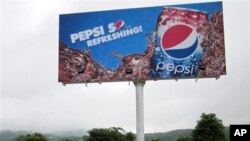 အေမရိကန္ Pepsi အခ်ဳိရည္ စတင္ေရင္းခ်ဖို႔ ေနျပည္ေတာ္မွာ ေၾကာ္ျငာဆုိင္းဘုတ္ ေထာင္ထားပံု။