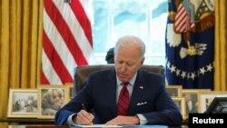 Presidente americano Joe Biden assinado ordens executivas na Casa Branca sobre saúde