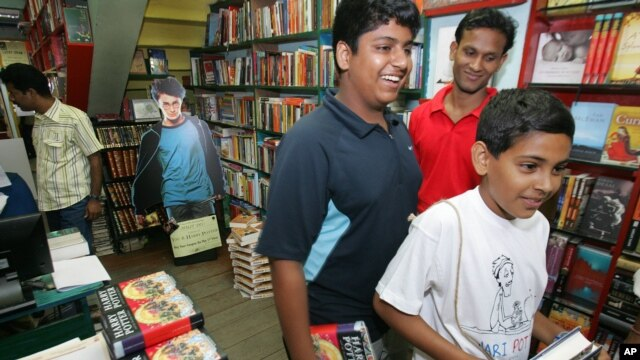Harry Potter fans purchase copies of the final Potter book at a New Delhi bookstore, a high seller at Internet retailer Amazon, (File photo).
