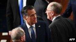 Слева направо: сенаторы-республиканцы: Митт Ромни и Ламар Александер